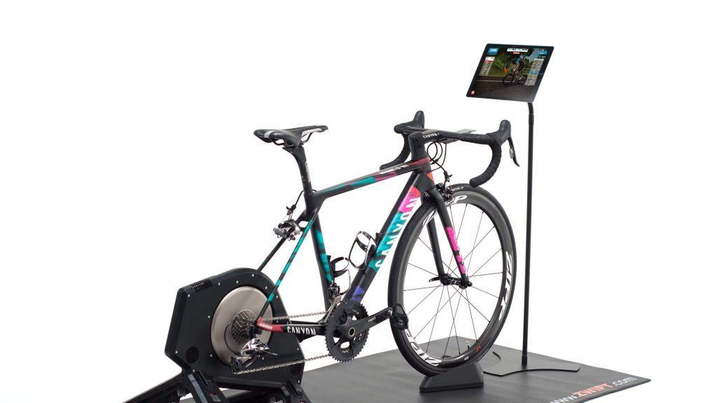 Andare in bici con Zwift, il simulatore di corse per realtà virtuale